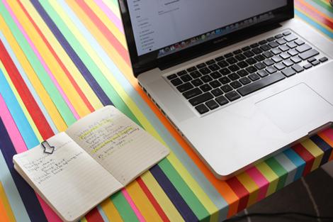 Как украсить стол письменный своими руками
