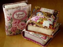 подушка книга