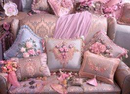 вышитые подушки