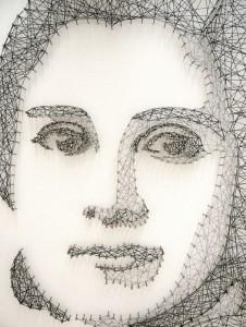 портрет из ниток и гвоздей