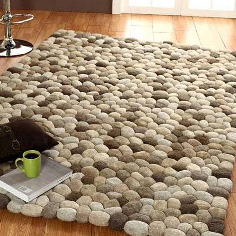 коврик из шерстяных камней