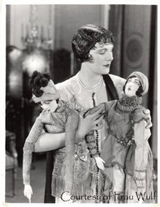 leatrice-joy-1925-boudoir-dolls
